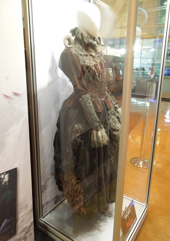 Tall witch costume side detail Hansel Gretel Witch Hunters