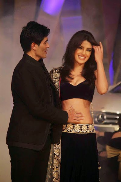 Priyanka Chopra and Manish malhotra getting cozy with each other hot pics hd on ramp