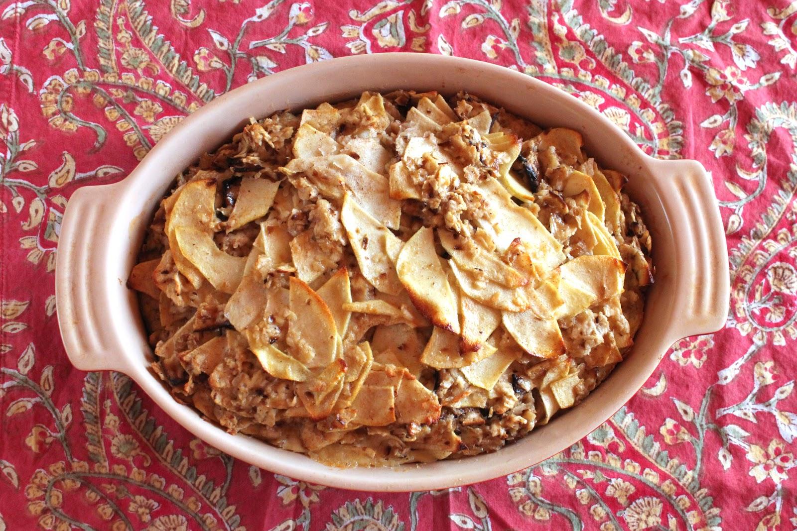 Passover dessert: Matzoh kugel with apples (pareve)