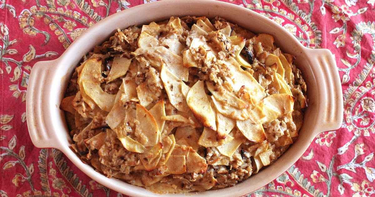 Passover dessert: Matzoh kugel with apples (pareve)