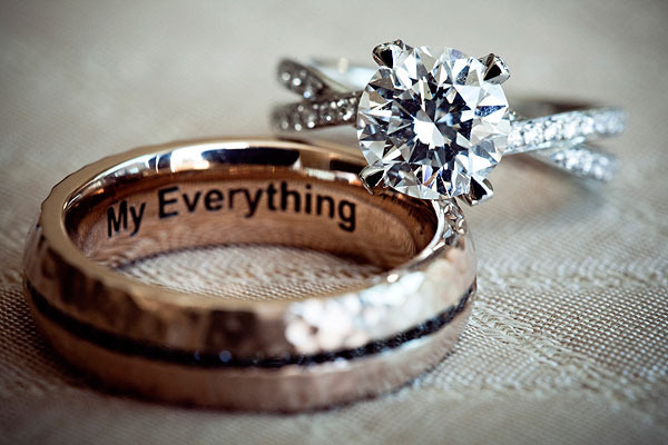 ... Creative+Wedding+Photo+Ideas+-+03+His+and+Hers+Wedding+Rings+Bands.jpg