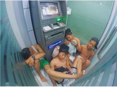 geng pegasus tidur di ATM