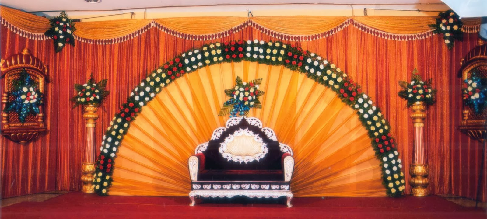 Kerala hindu wedding stage decoration photos driverlayer for Background decoration for indian wedding