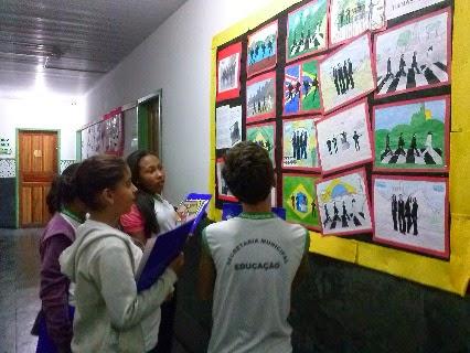 Conhecer o espaço físico da nova escola também faz parte das atividades desenvolvidas no projeto