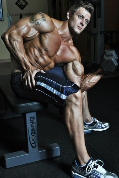 تمارين اساسية لبناء عضلات البايسبس بالصور
