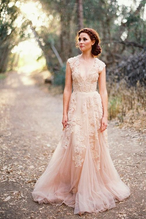 If You Re Still Looking For A Traditional Bridal Look But Don T Want To Wear White Softer Pale Shades Are The Best Way Go Ivory Champagne And Blush