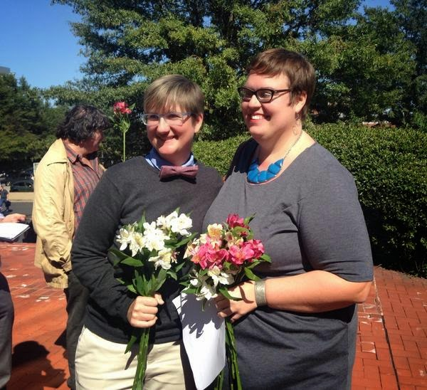25 Photos Of People Who Will Inspire You - Nicole Pries, 42, and Lindsey Oliver, 30, of Richmond were the first couple to recieve marriage licenses in Virginia
