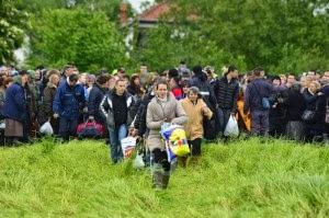 MILES DE PERSONAS HUYEN DE LAS INUNDACIONES EN LOS BALCANES - AUMENTA A 50 EL NUMERO DE MUERTOS, 20 DE MAYO 2014
