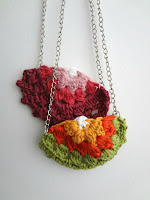 http://thelittletreasures.blogspot.com/2015/06/half-doily-necklaces.html