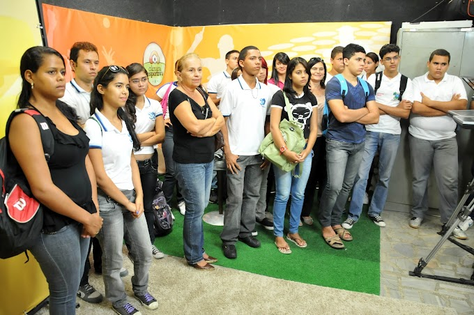 Projeto Escola na Câmara recebe alunos da Escola Jerônimo Gueiros