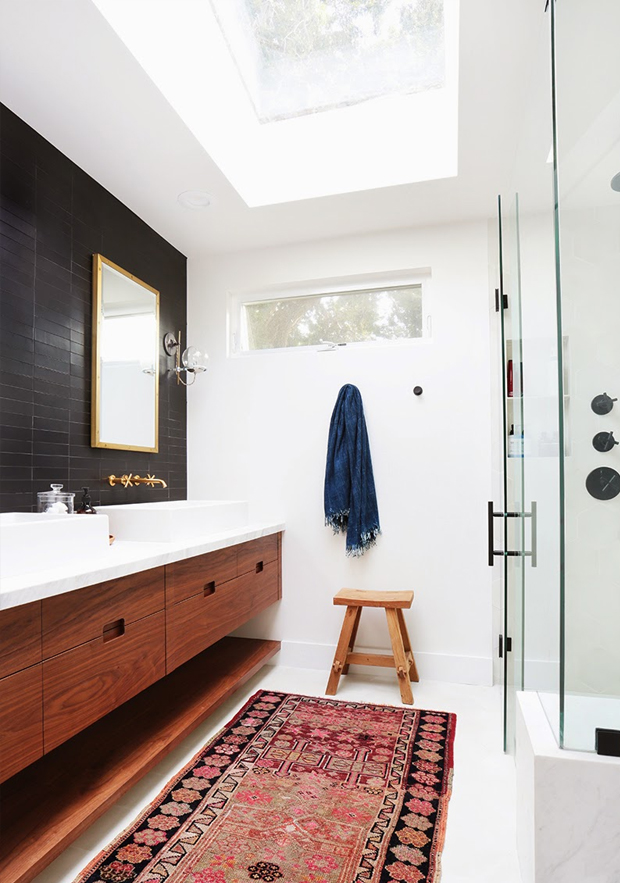 kelim rug bathroom