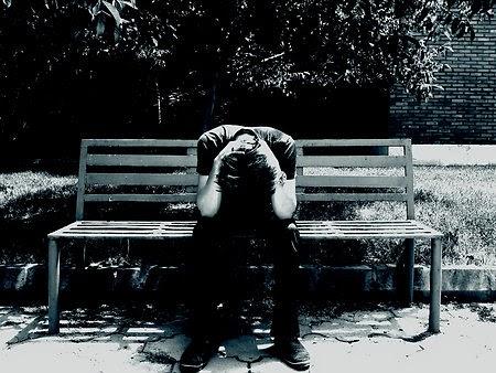 Hình ảnh người con trai buồn vì thất tình