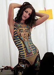 Mujer egipcia hincha del faraón Tutankamon