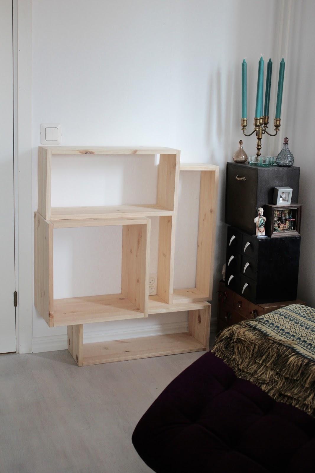 Funkynality Den platsbyggda bokhyllan påbörjas plötsligt och spontant