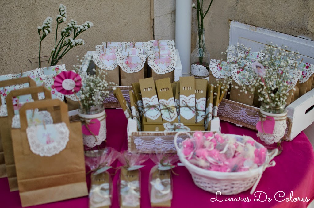 Comuni n de ngela mesa de regalos lunares de colores - Cajas de fruta decoracion ...