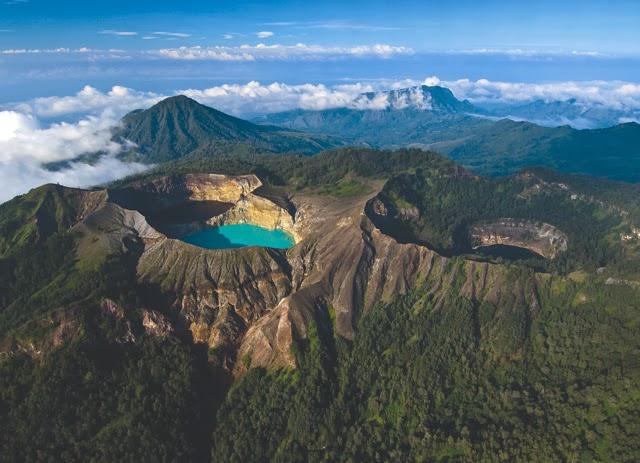 3 Danau Di Puncak Gunung Kelimutu Ende Yang Bisa Berubah Warna