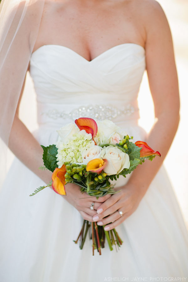 Orange Bouquet // Photography by Asheligh Jayne // via www.lemagnifiqueblog.com