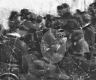 Could it be Lincoln? Gettysburg photo stirs up a debate
