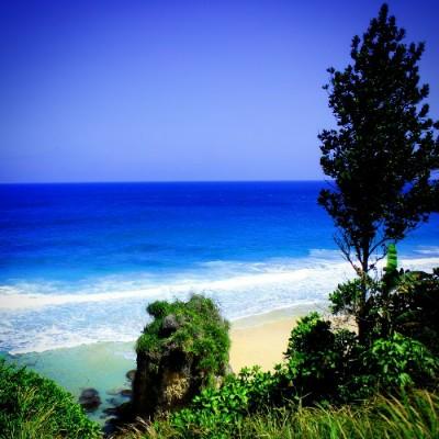 Pantai Lumbung berada di di Desa Pucanglaban, Kecamatan Pucanglaban, Tabupaten Tulungagung Jawa Timur. Kecamatan Pucanglaban ini memang merupakan salah satu daerah di Kabupaten Tulungagung yang berbatasan langsunh dengan Samudera Hindia memiliki banyak pantai yang cantik dan memiliki daerah pesisir yang sangat eksotis.