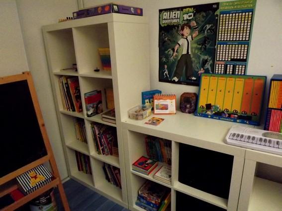 les trois petits pois la salle de jeux. Black Bedroom Furniture Sets. Home Design Ideas
