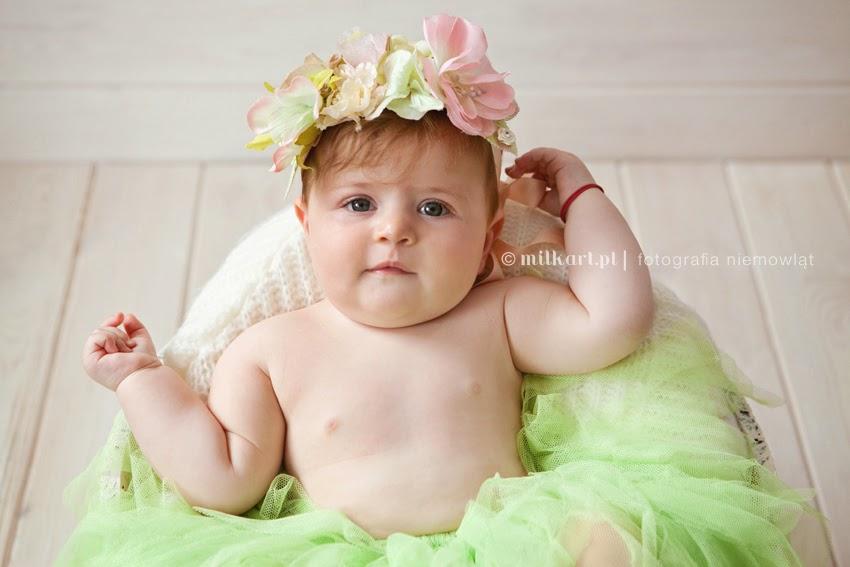 fotografia niemowląt, sesja zdjęciowa niemowlaka, fotograf dziecięcy, studio fotograficzne milkart, zdjęcia rodzinne