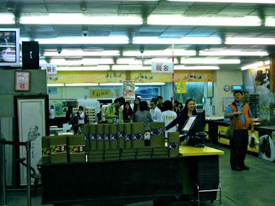 Inside Hualien Ceng Ji Mochi Store