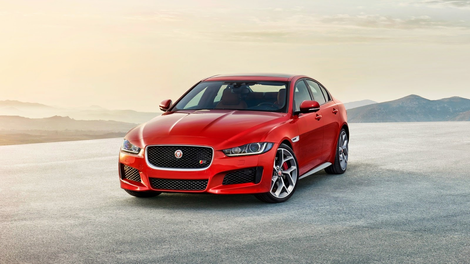la jaguar xe 2015 plus belle voiture de l ann e auto performance. Black Bedroom Furniture Sets. Home Design Ideas