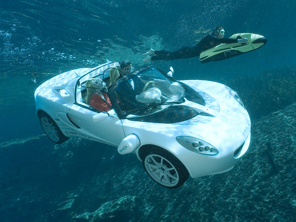Celebrity Online Today  Under Water Car