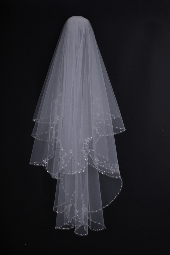 Elegant Flowers Pattern Row Edged Wedding Veil