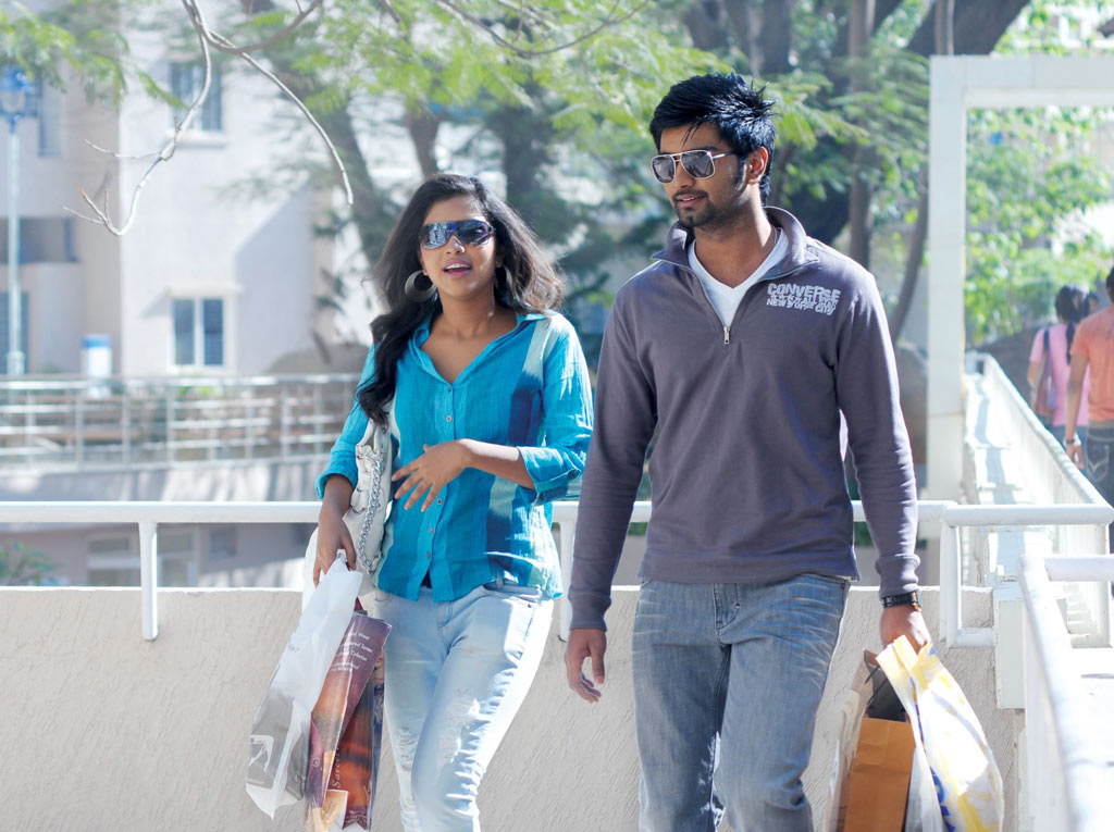 Atharva And Janani Iyer, Love Between The Two