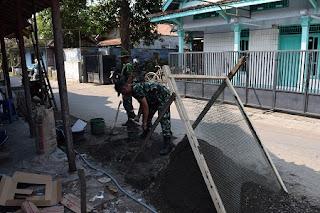 TNI Bedah Rumah Warga