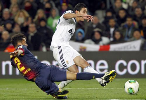 ريال مدريد تسحق برشلونة بـ 3 أهداف مقابل 1 .. بالصور