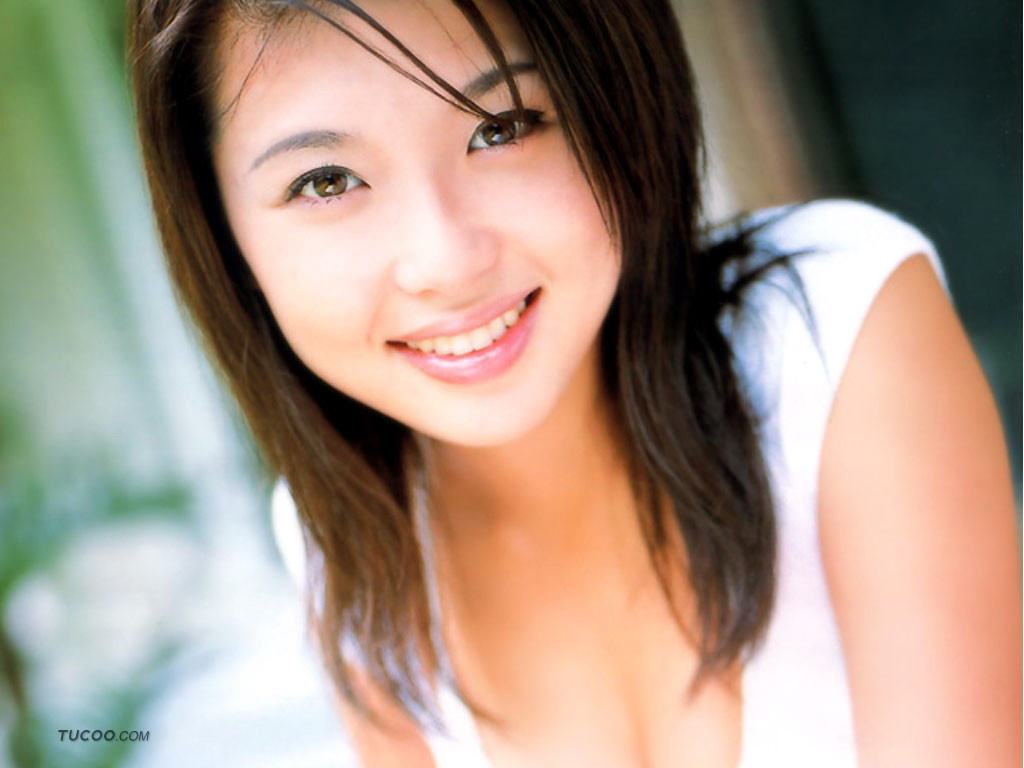 Japanese Hot Bikini Model Aki Kawamura Wallpapers