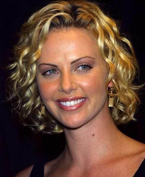 http://3.bp.blogspot.com/-hc97Jvhf83o/TlakYynhJcI/AAAAAAAAAG4/l8dtQ-7qt8g/s1600/Curly+Hair+Cut+Short.jpg