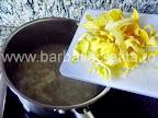 Prajitura cu gris si lamaie preparare reteta sirop - adaugam coaja