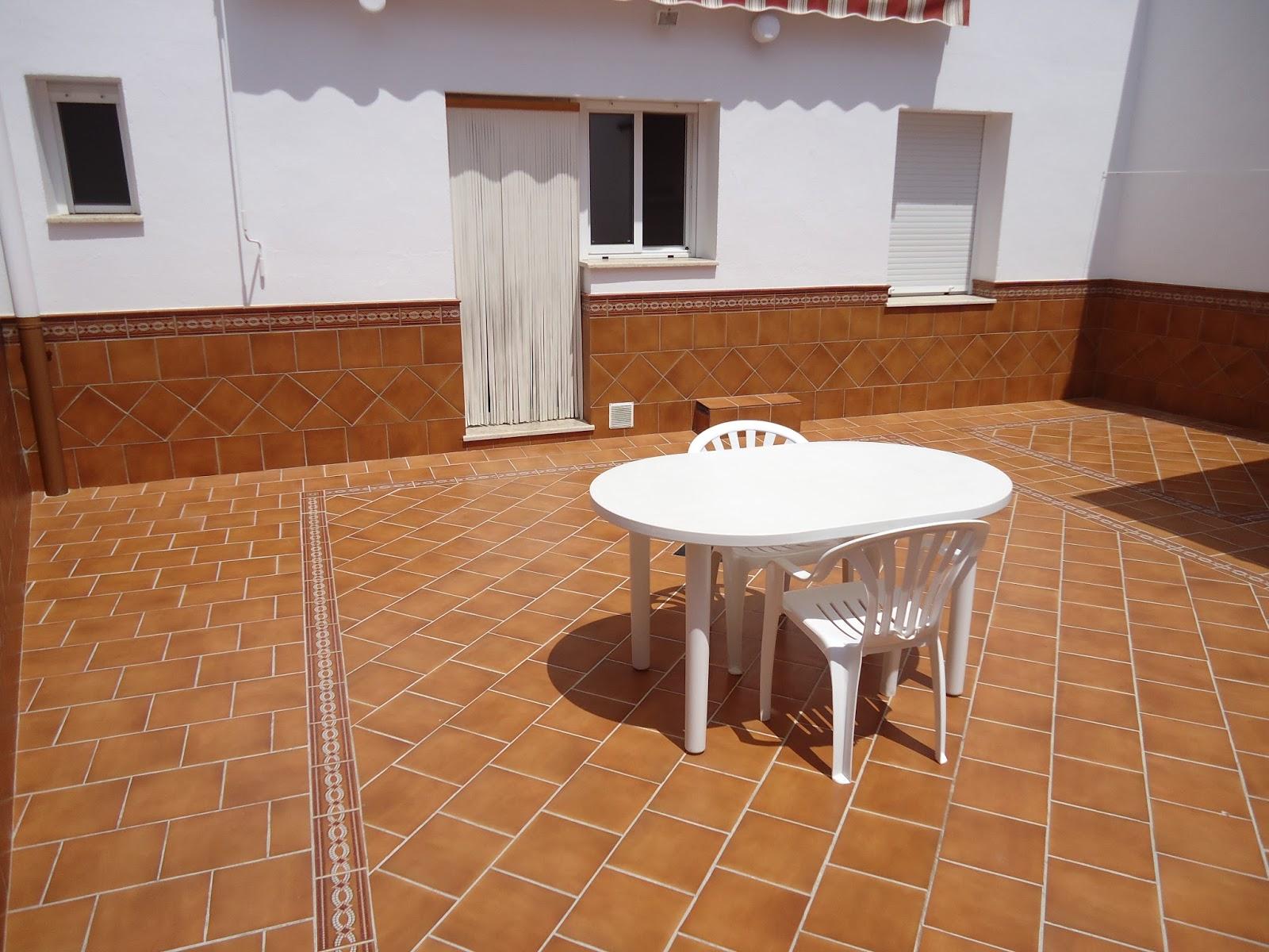 Construcciones confonel s l galer a for Zocalos para patios modernos