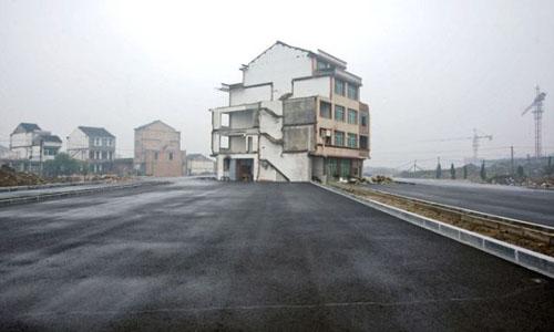 Casa estranha - www.publicitario13.com.br
