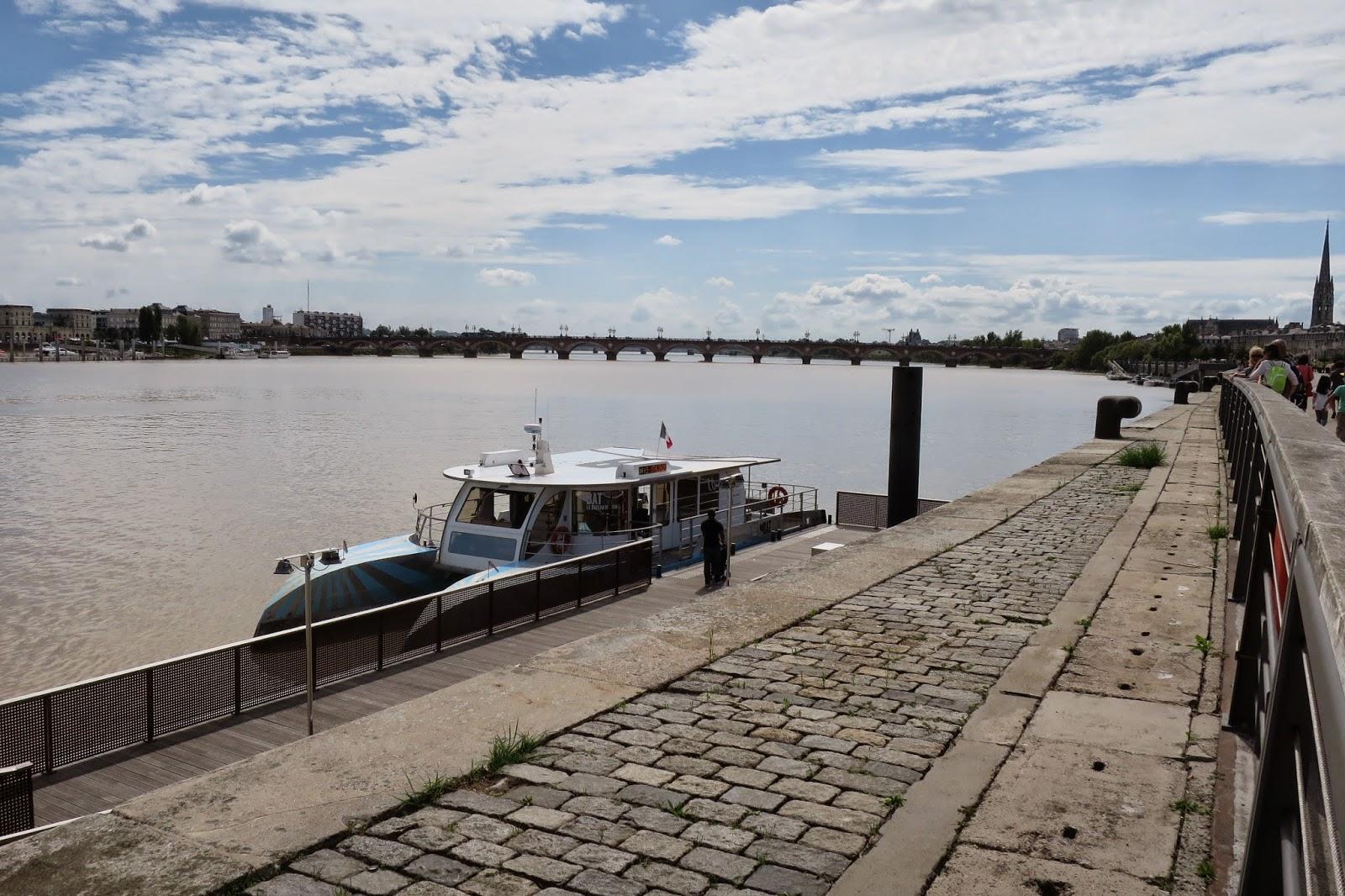 Bordeaux public boat