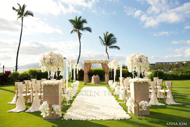 Wedding ceremony flower ideas belle the magazine for Backyard wedding ceremony decoration ideas