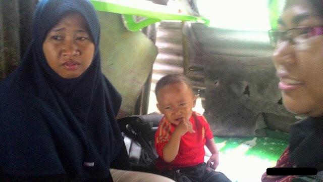 Heboh! Kisah Perjuangan Wiwin, Gojek Cewek yang Sembari Membawa Anak nya yang Masih Berusia 1,5 Tahun