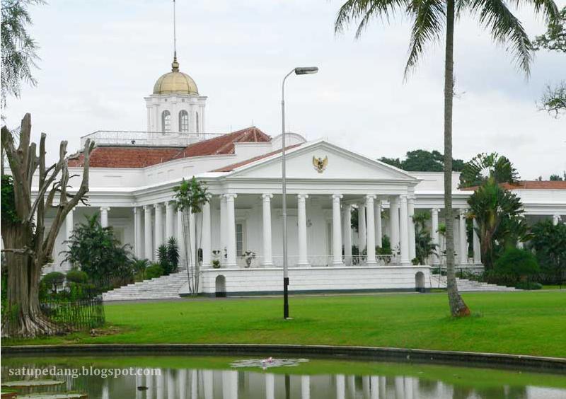 http://satupedang.blogspot.com/2015/03/sejarah-gedung-istana-negara.html
