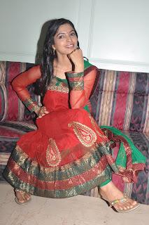 Sanchita Shetty at Kollaikaran Press Meet (12).Blogspot
