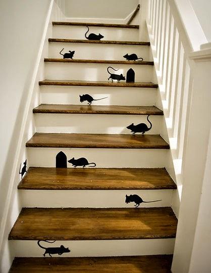 adesivos nos degraus da escada