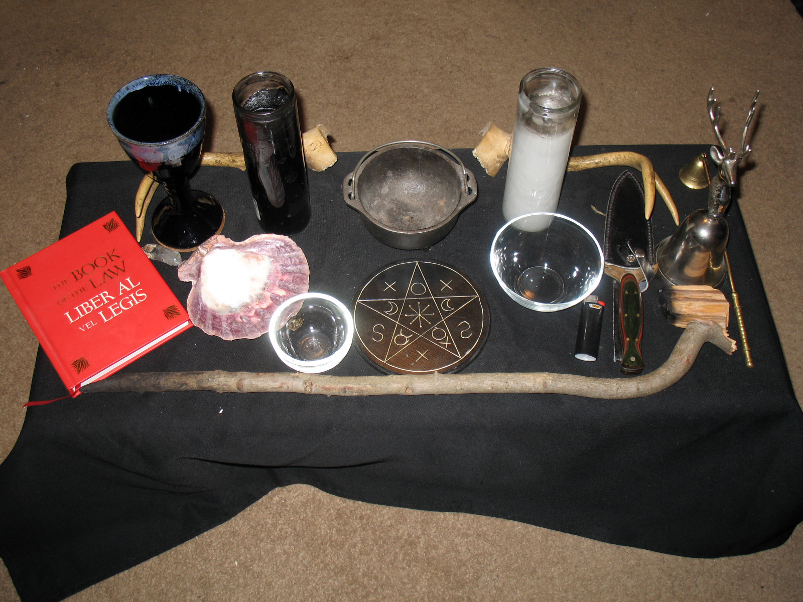 Wiccan Altar Layout http://theinfiniteandthebeyond.blogspot.com/2011/11/teoms-altar-in-relation-to-body.html
