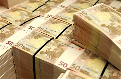 Spiegel: Πώς η Γερμανία αποδυνάμωσε το ευρώ
