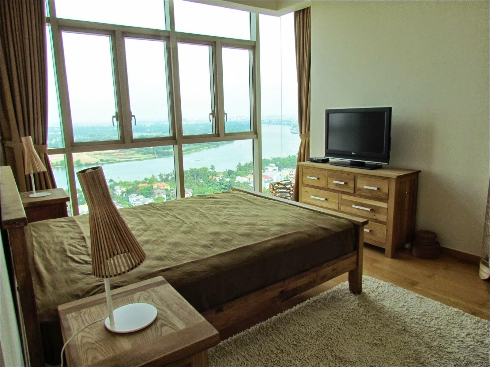 Phòng ngủ chính căn hộ The Vista 3 phòng ngủ view sông