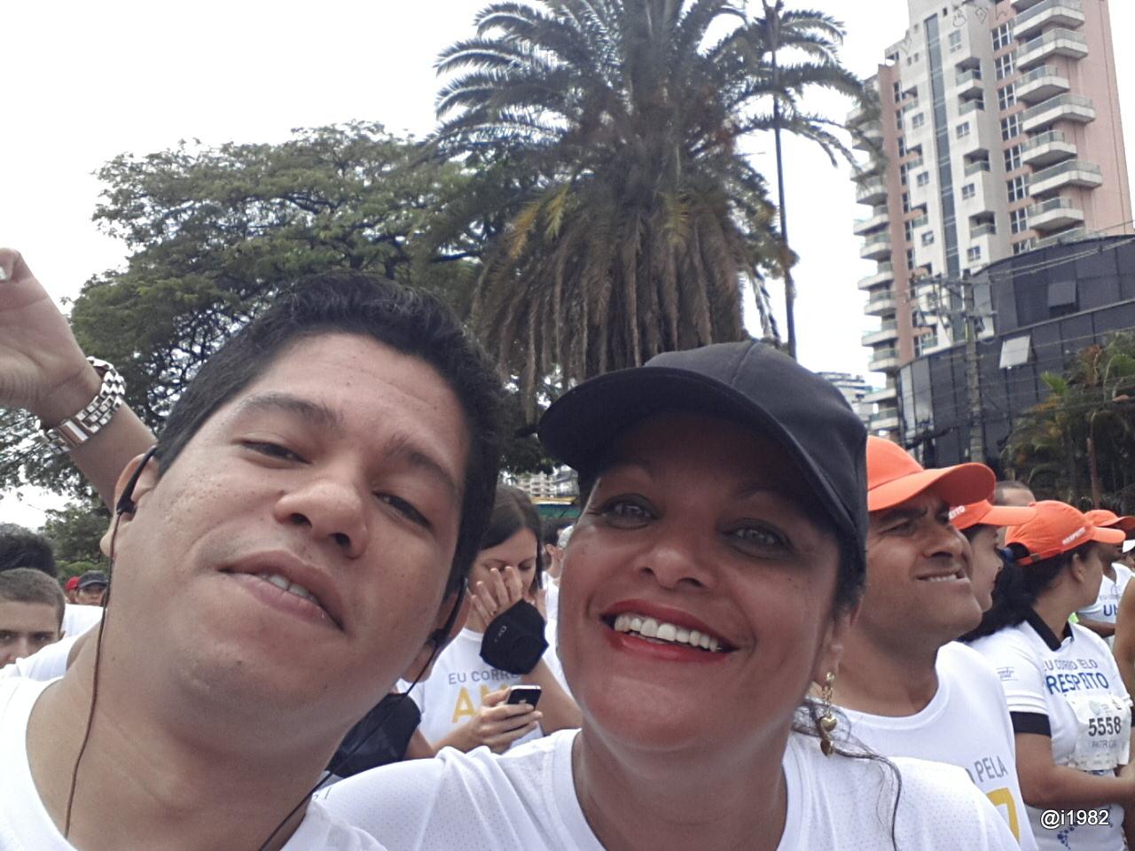 Eu e a minha irmã Sonia - Corrida Caminho da Paz 2013
