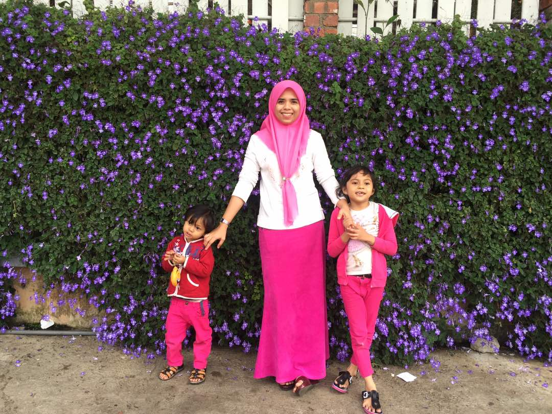 mama, Atirah dan Elisa