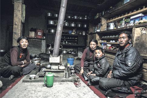 Tradisi Poliandri / berbagi istri di Himalaya