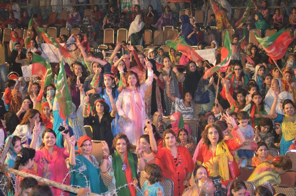 beautiful girls at azadi march, pti girls, azadi march, azadi square, imran khan